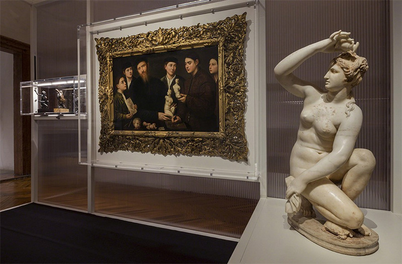 Installation view of exhibition Portable Classic. Note the painting showing a family proudly displaying the Classical Sculpture they have collected. Photo by: Atilio Mercanzano, courtesy Fondazione PRADA
